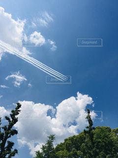 ハート雲とブルーインパルスの写真・画像素材[3256722]