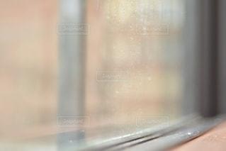 窓ぎわの写真・画像素材[2112515]