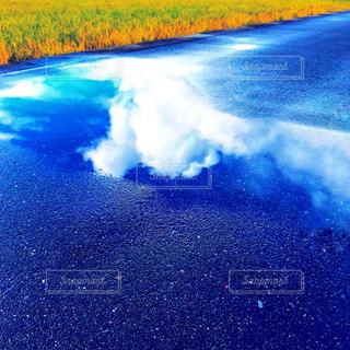 水域のぼやけたイメージの写真・画像素材[2211188]