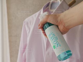 屋内,手,布,人物,人,ボトル,シャツ,香り,ファブリックスプレー
