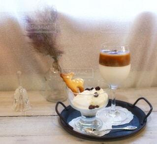 鹿さんクッキーが入ったアイスクリームの写真・画像素材[3880152]