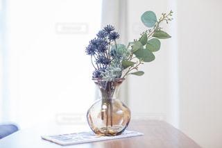 おしゃれな雰囲気の花瓶の写真・画像素材[2041446]