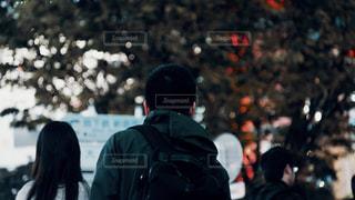 男性,屋外,東京,後ろ姿,暗い,景色,都会,洋服,人物,背中,人,後姿,旅行,デザイン,明るい,ボケ,スナップ,通り,オールドレンズ,日中,アーキテクチャ,都市の景観