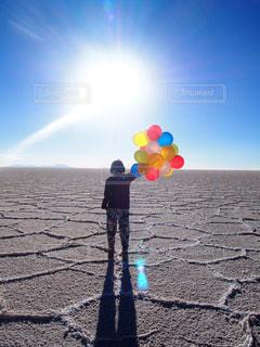カラフル,晴れ,後ろ姿,風船,後姿,旅行,旅,バルーン,ひとり旅,ウユニ,ウユニ塩湖,ボリビア,南米,バックパッカー