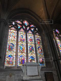大聖堂のステンドグラスの写真・画像素材[2034454]