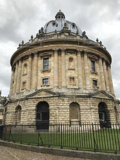 オックスフォードのミルクティー色の建物の写真・画像素材[2035521]