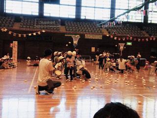 赤,白,紅白,人物,人,青春,運動会,赤白帽,保育園,園児,競争,白組,観覧,ちびっ子