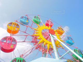 空にカラフルな凧の写真・画像素材[714149]