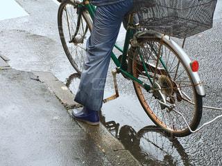 自転車,雨,水たまり,水玉,長靴,rain,雫,梅雨,天気,レインコート,雨の日,カッパ,ながぐつ