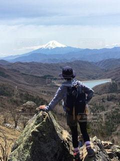 女性,富士山,湖,後ろ姿,山,景色,登山,人物,背中,人,快晴,山ガール