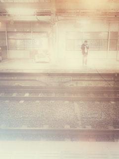 電車を待つ人2の写真・画像素材[2872796]