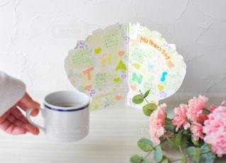 テーブルの上の花の写真・画像素材[2881428]