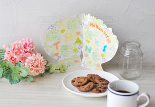 テーブルの上のコーヒー1杯の写真・画像素材[2881438]