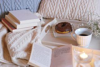 テーブルの上でコーヒーを一杯の写真・画像素材[2928081]