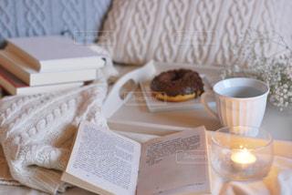 テーブルの上でコーヒーを一杯の写真・画像素材[2928080]