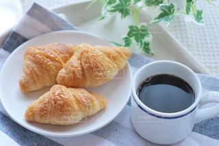 食べ物の皿とコーヒーの写真・画像素材[2932120]