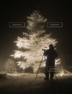 霧氷を撮る姿の写真・画像素材[2852205]