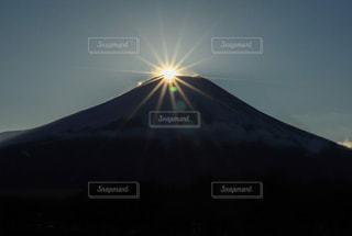 自然,風景,空,富士山,屋外,太陽,夕暮れ,山,光,景観,ダイヤモンド富士,日中