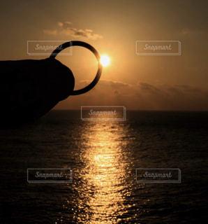 自然,風景,海,空,屋外,太陽,朝日,水面,指輪,光,結婚指輪,日の出