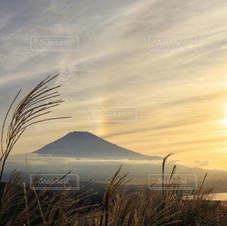 自然,風景,空,富士山,屋外,太陽,雲,夕焼け,夕暮れ,山,景色,光,彩雲,草木,日中