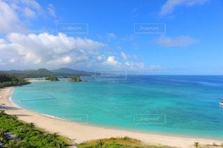 美しいブルーの海の写真・画像素材[2329444]
