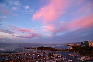 ピンク色の雲の写真・画像素材[2414416]