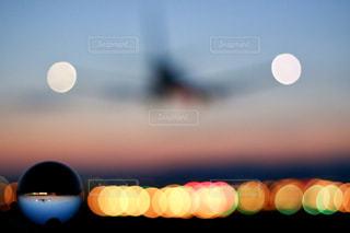 夜の滑走路の写真・画像素材[2627254]