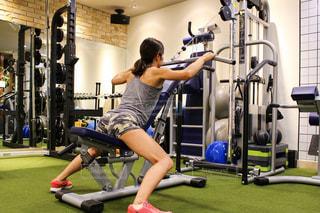 女性,30代,スポーツ,人物,運動,トレーニング,エクササイズ,ジム,ダイエット,筋トレ,体力,ワークアウト,自分磨き,トレーニングジム,運動器具,エクササイズマシン,背中トレ