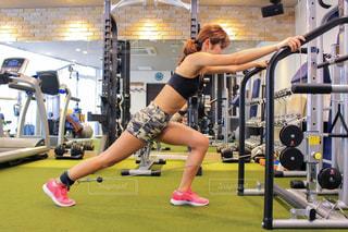 女性,30代,スポーツ,人物,運動,ヨガ,トレーニング,エクササイズ,ジム,ダイエット,筋トレ,ダンベル,バーベル,ワークアウト,減量,ウエイトトレーニング,ボディメイク,トレーニングジム,運動器具,筋力トレーニング,ジムウェア,プライベートジム,エクササイズマシン