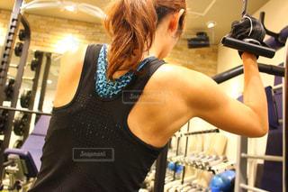 女性,30代,スポーツ,人物,運動,トレーニング,エクササイズ,ジム,筋トレ,ワークアウト,自分磨き,トレーニングジム