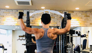 男性,30代,スポーツ,人物,運動,トレーニング,エクササイズ,ジム,筋肉,広背筋,筋トレ,マッチョ,体力,バーベル,ワークアウト,ウエイトトレーニング,ボディパンプ,トレーニングジム,マッスル,三角筋,運動器具,筋力トレーニング,プライベートジム,ボディービル