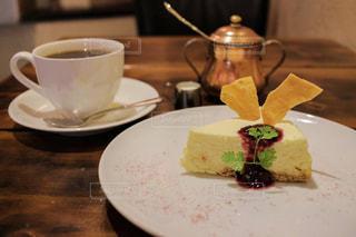 コーヒーとケーキの写真・画像素材[2878528]