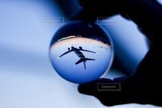 夜,夜景,青,飛行機,手持ち,人物,滑走路,ガラス玉,ポートレート,ライフスタイル,水晶玉,手元