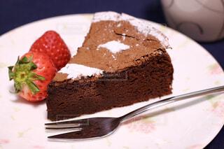 カフェ,風景,ケーキ,フォーク,皿,リラックス,チョコレート,おいしい,おうちカフェ,ドリンク,誕生日ケーキ,おうち,菓子,ライフスタイル,チョコケーキ,物,おうち時間