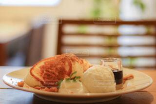 テーブルの上の食べ物の皿のクローズアップの写真・画像素材[4331555]