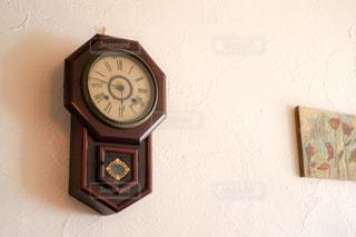 カフェ,建物,インテリア,アンティーク,時計,お店,壁,店内,西洋,雰囲気,空間,おしゃれ,古時計,骨董品