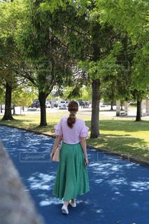 夏のフレアスカートのコーデの写真・画像素材[2154514]