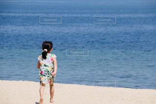 海に向かっての写真・画像素材[2108277]