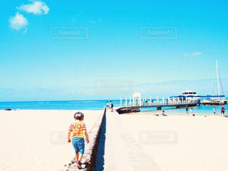 風景,海,海外,カラフル,後ろ姿,子供,浜辺,後姿,旅行,ハワイ,Hawaii,男の子,4歳,パステルカラー,夏服,半袖