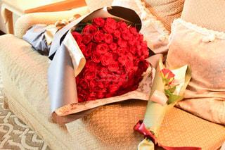 100本の赤い薔薇の写真・画像素材[3105888]