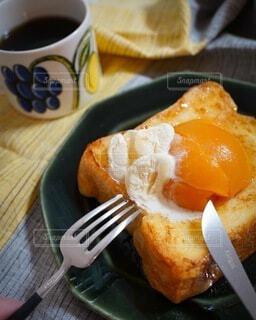 食べ物,ケーキ,コーヒー,食事,パン,デザート,フォーク,テーブル,カップ,卵,おいしい,菓子,レシピ,ファストフード,スナック,主食,ペストリー