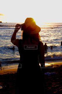 海,夕日,後ろ姿,夕焼け,背中,人