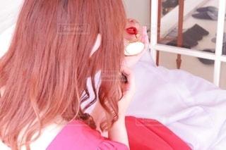赤,口紅,女の子,鏡,ドレス,メイク,美容,girl,リップ,コスメ,化粧品,コンパクト,メイクアップ,コンパクトミラー