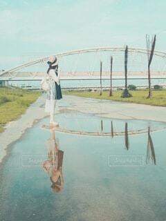 水の体に架かる橋の写真・画像素材[4093800]