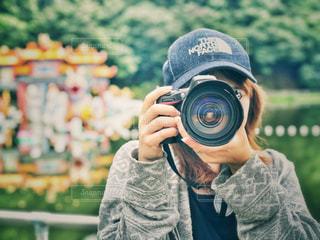 女性,20代,公園,カメラ,自撮り,帽子,女,女子,女の子,セルフィー,カメラマン,デート,一眼レフ,一眼,東京ドイツ村,ぼうし,ドイツ村,Nikon,セルフ,ニコン,こうえん,セルフショット
