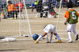 スポーツ,屋外,後ろ姿,人物,人,後姿,サッカー,少年,ゴール,プレーヤー,チームスポーツ,ボールゲーム