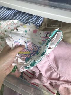 春,屋内,ピンク,日常,洋服,服,引き出し,生活,ライフスタイル,繊維,子供服,収納,片付け,整理,衣替え,整理整頓