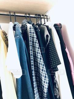 ファッション,夏,ワンピース,室内,日常,洋服,ハンガー,服,たくさん,生活,ライフスタイル,収納,ラック,クローゼット,衣替え,整理整頓,ウォークインクローゼット,ウォークイン