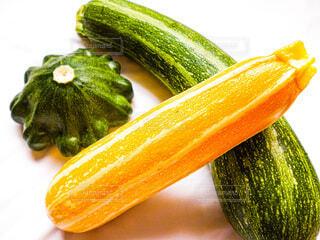 食べ物,夏,屋内,緑,黄色,オレンジ,野菜,食品,みどり,食材,ズッキーニ,夏野菜,フレッシュ,ベジタブル,白バック,物,クローズ アップ