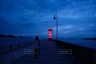 海,空,赤,青,後ろ姿,人物,灯台,灯